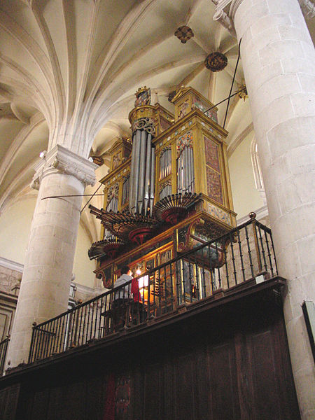 Image of a pipe organ